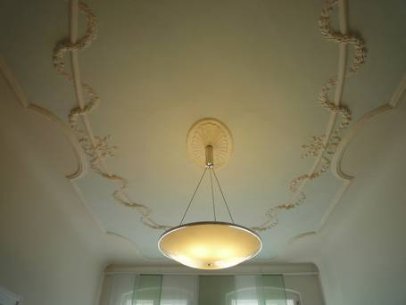 Freed stucco and ceiling light